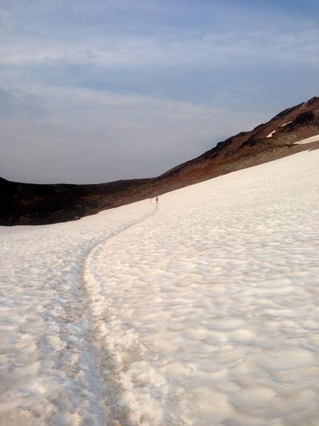 Orbit crossing snowfield of pass before Knife Ridge